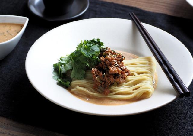 甘辛の肉味噌に白ねり胡麻のクリーミーで濃厚なスープの冷やし担々麺