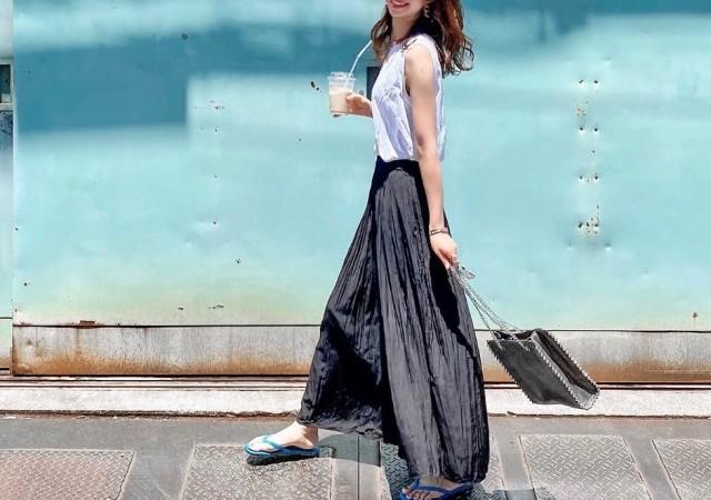 ユニクロ サテンスカートパンツ コーデ 黒 スカート見え スカンツ