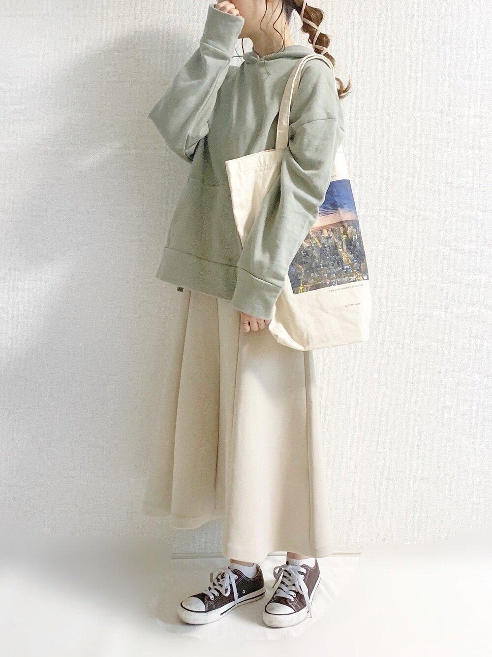 スカート パーカー パーカー×スカートのおすすめ冬コーデ10選|定番の組み合わせを今っぽく魅せるコツ