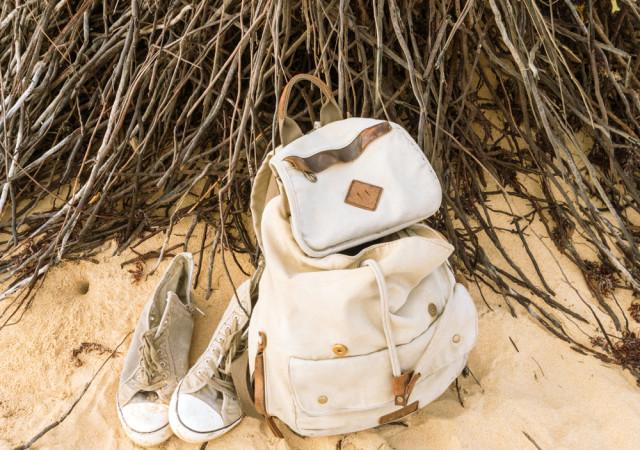 リュック 靴 白 画像