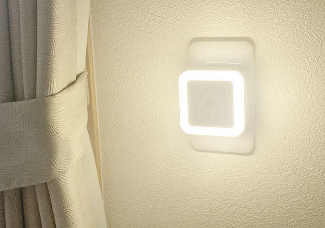 ダイソー 100均 お得アイテム LED明暗センサー付き ナイトライト 昼白色(室内用) 点灯時