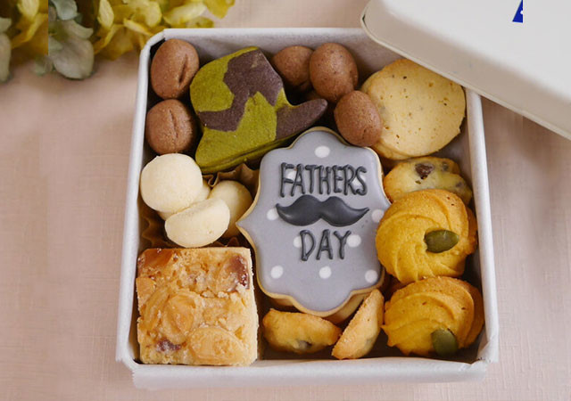 父の日 2021 ギフト クッキー缶