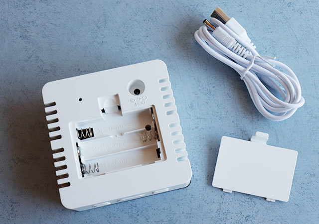 ダイソー ミラーデジタル時計 電池 USB