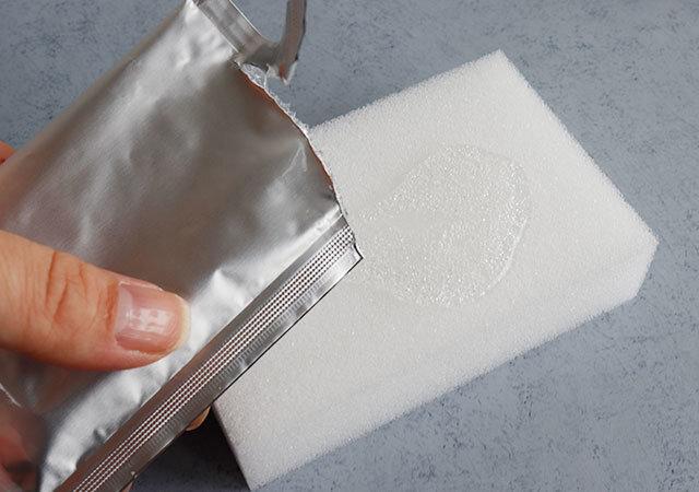 ダイソー 電子レンジ洗浄剤 使用例 洗浄剤をしみこませる