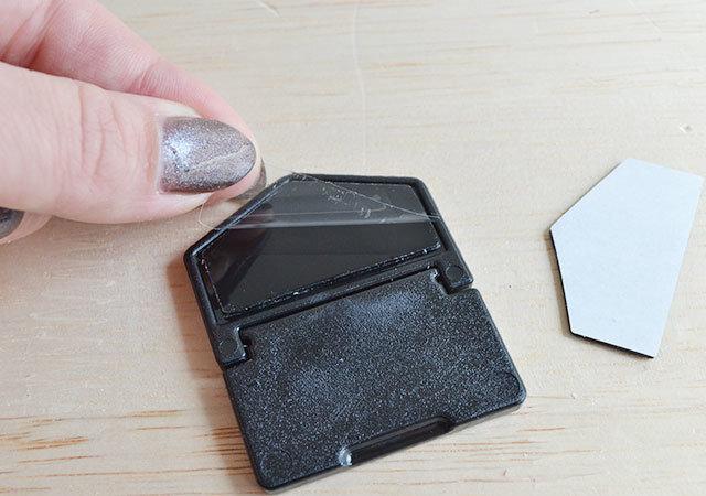 ダイソー ノートパソコンスタンド2Pブラック 貼り付け方