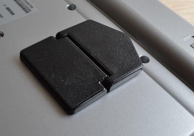 ダイソー パソコンスタンド 折りたたみ 粘着