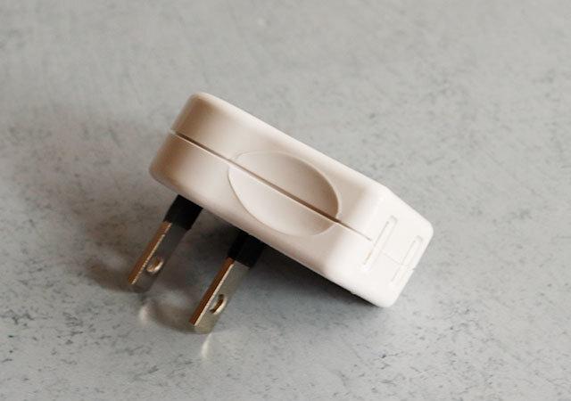ダイソー L型プラグ 100均 整理 便利 シンプル 絶縁