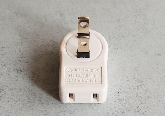 ダイソー 110円(税込) プチストレス解消アイテム 横プラグ(L型)L665