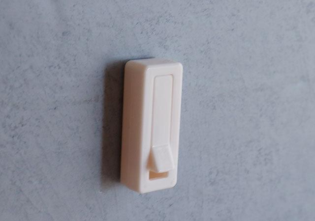 キャンドゥ 折りたためるフック 粘着 100均 便利 シンプル 収納